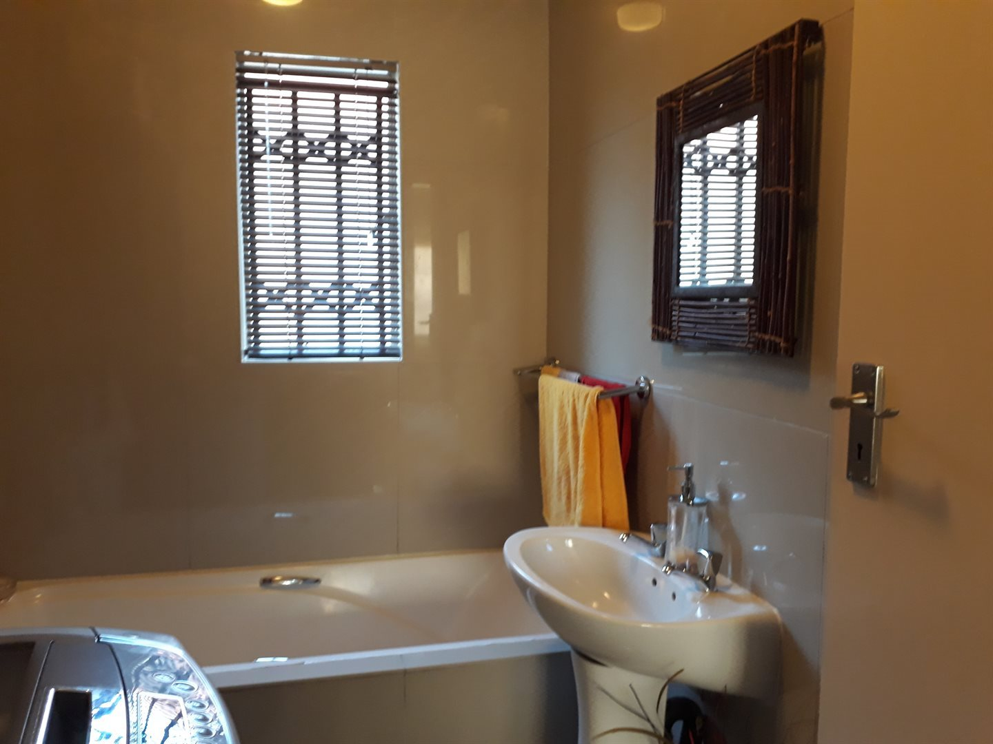 Olievenhoutbosch property for sale. Ref No: 13539800. Picture no 5