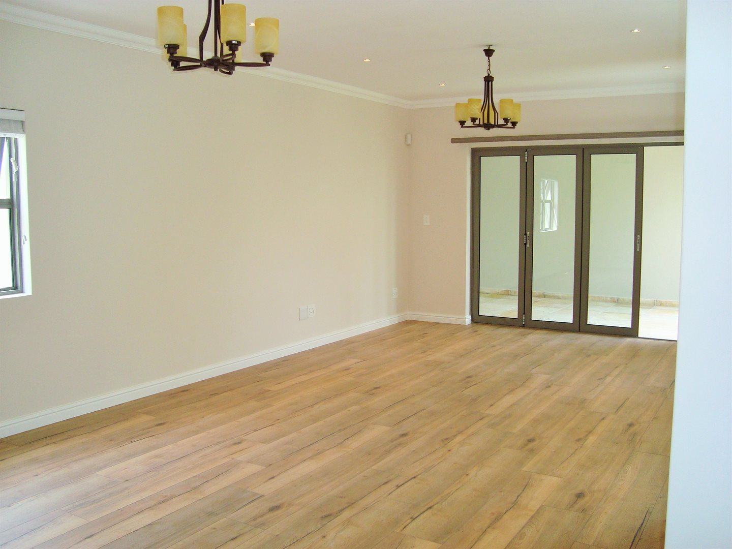 Claremont property to rent. Ref No: 13575482. Picture no 8