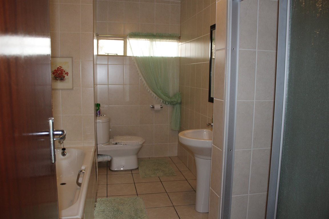 Potchefstroom property for sale. Ref No: 13394099. Picture no 14
