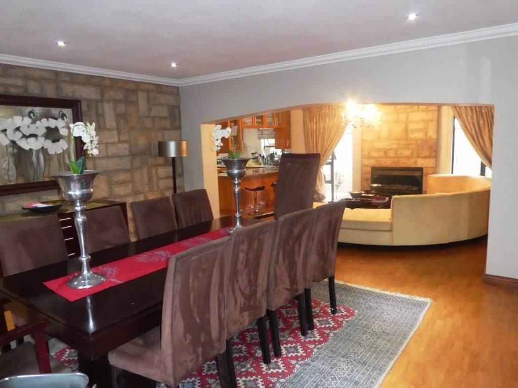 Midstream Estate property for sale. Ref No: 13506205. Picture no 12
