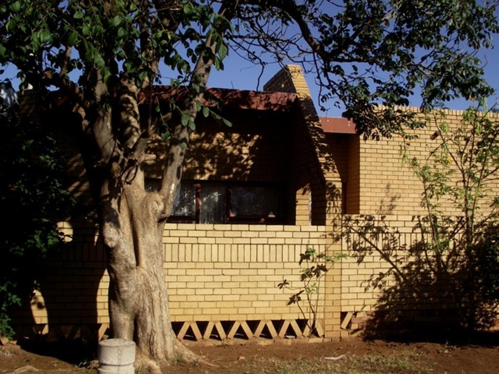 Property and Houses for sale in Soshanguve, House, 4 Bedrooms - ZAR 727,000