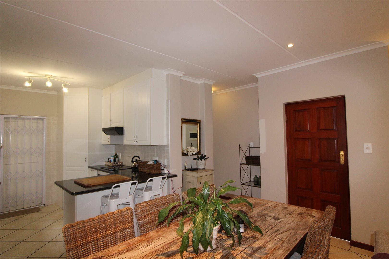 Bryanston property for sale. Ref No: 13551237. Picture no 18