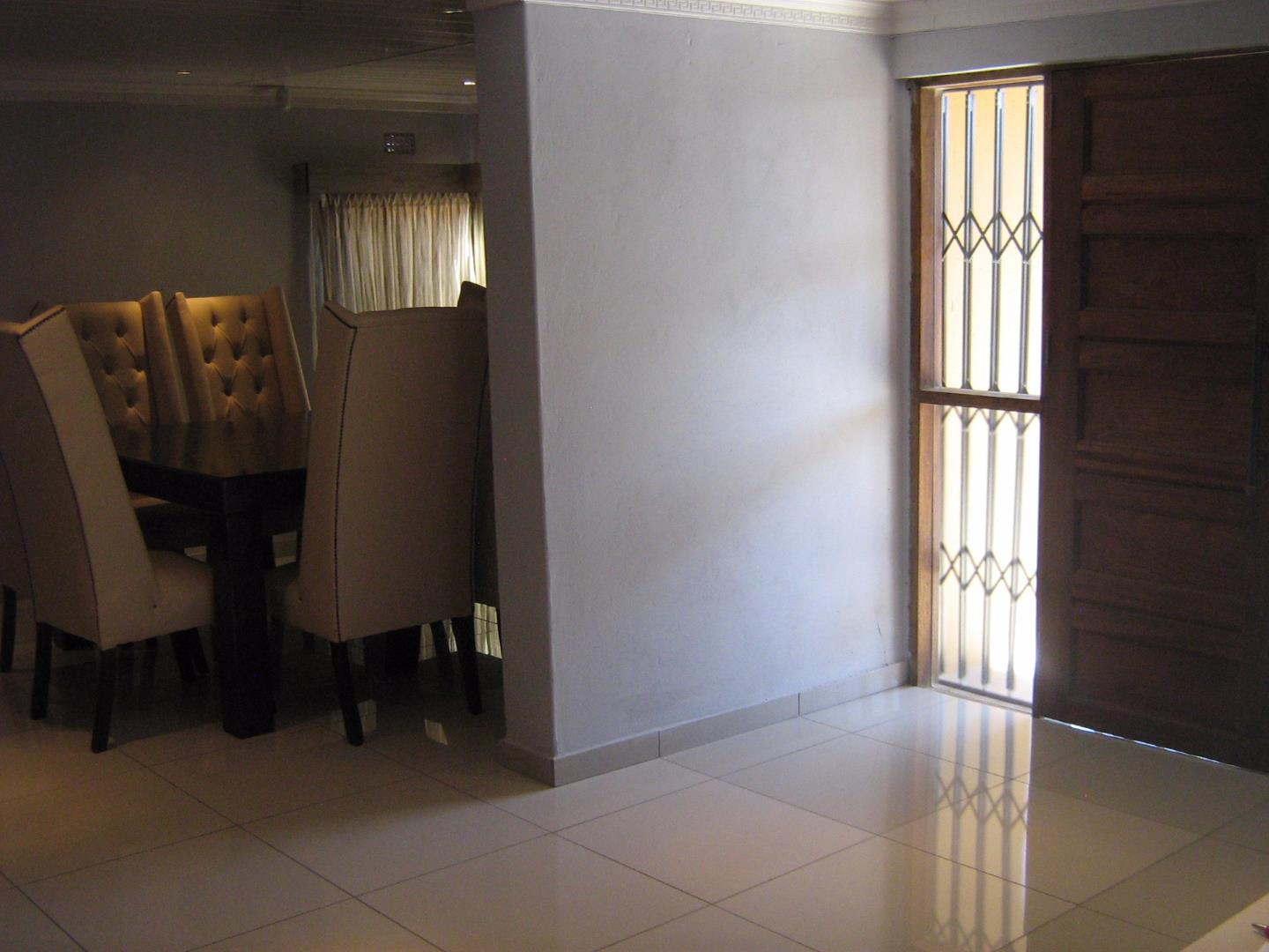 Mondeor property for sale. Ref No: 13525983. Picture no 10
