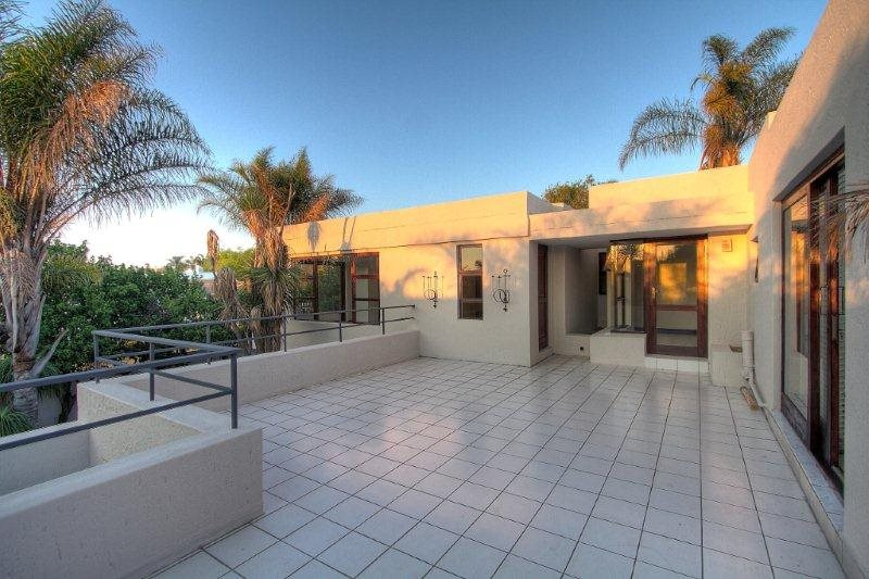 Fourways Gardens property for sale. Ref No: 13401246. Picture no 15