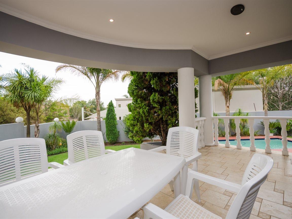 Bryanston property for sale. Ref No: 13418612. Picture no 3