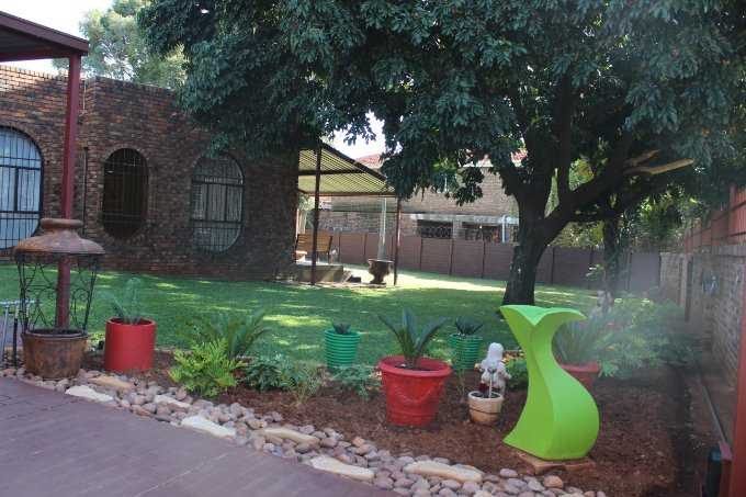 Theresapark property for sale. Ref No: 13568221. Picture no 2