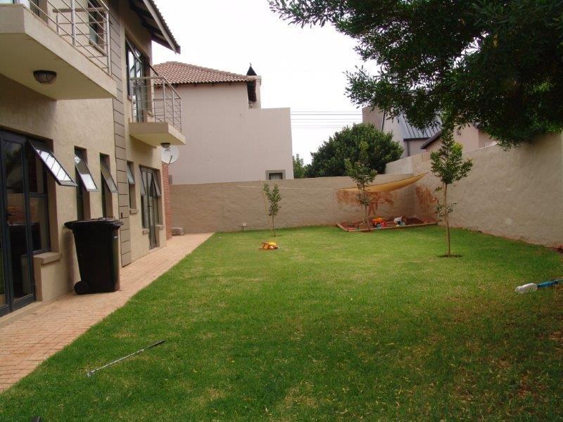 Midfield Estate property for sale. Ref No: 13319676. Picture no 18