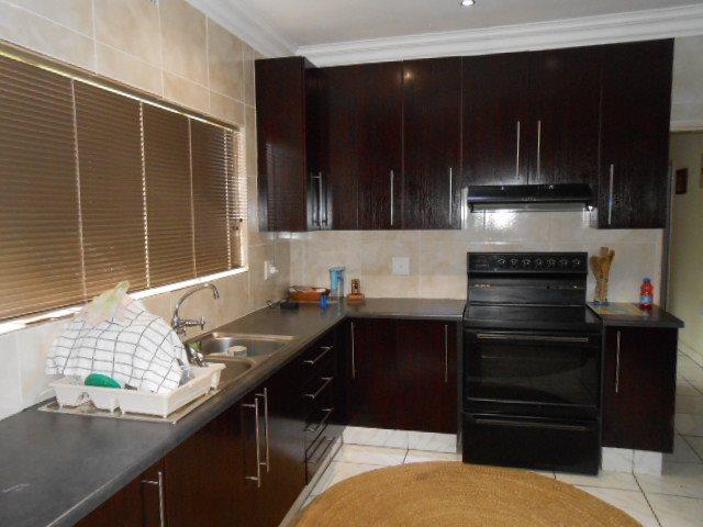 Risiville property for sale. Ref No: 13416924. Picture no 4
