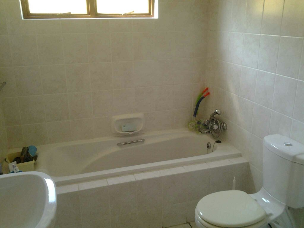 Uvongo property for sale. Ref No: 13396169. Picture no 12