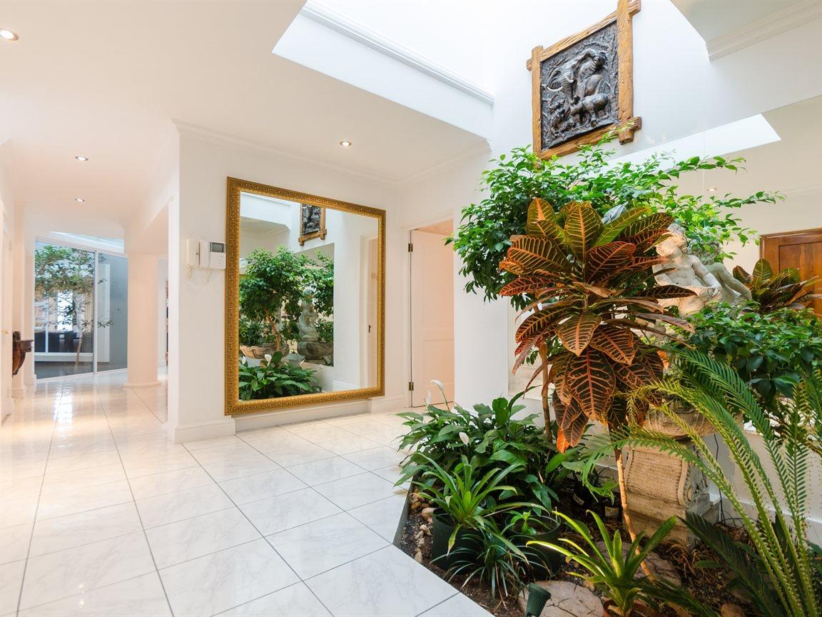 Bryanston property for sale. Ref No: 13418612. Picture no 8