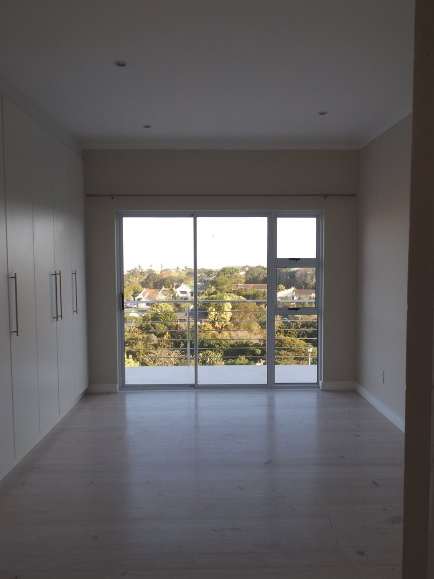 Beacon Bay property for sale. Ref No: 13362713. Picture no 14