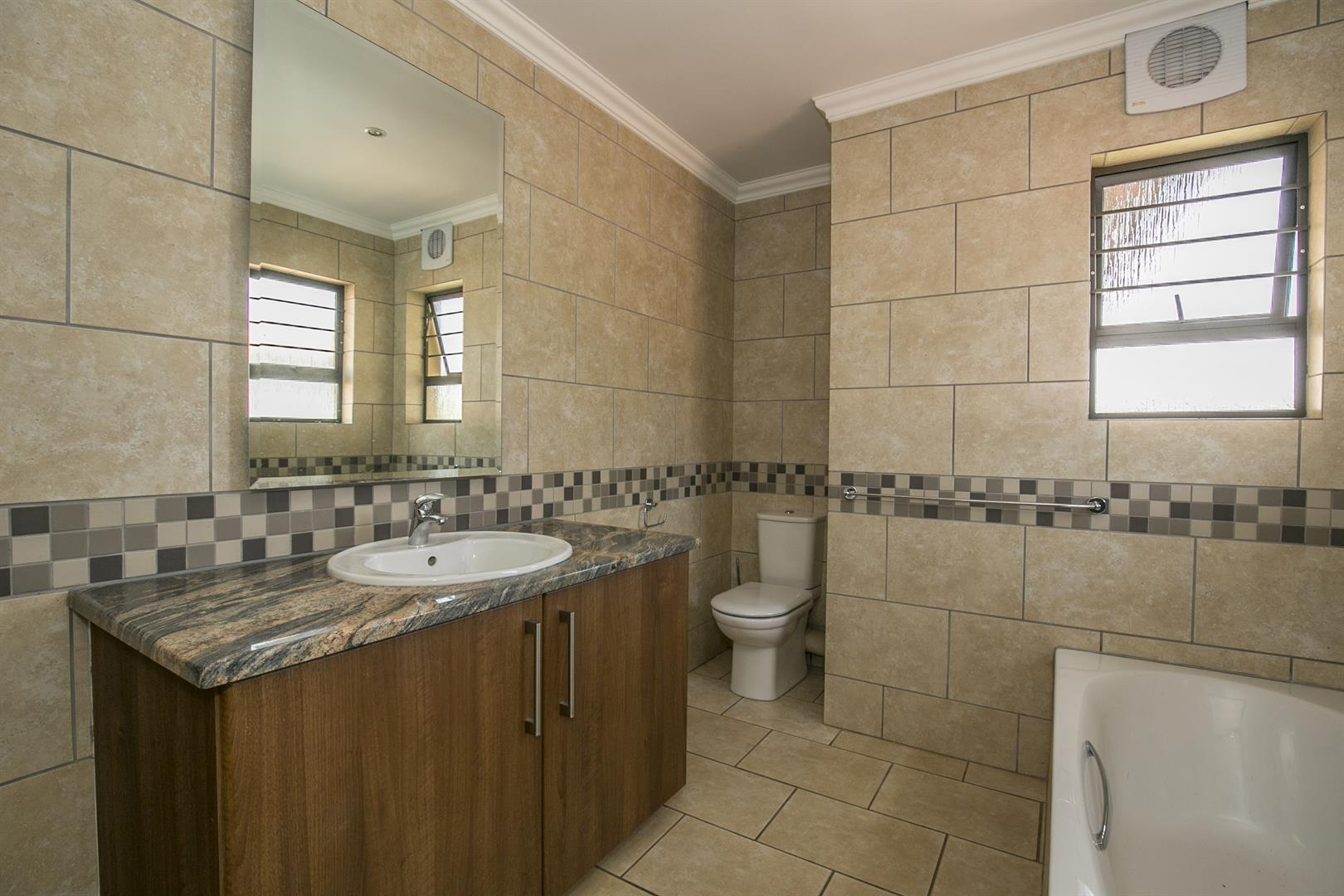 Fourways property for sale. Ref No: 13458374. Picture no 18