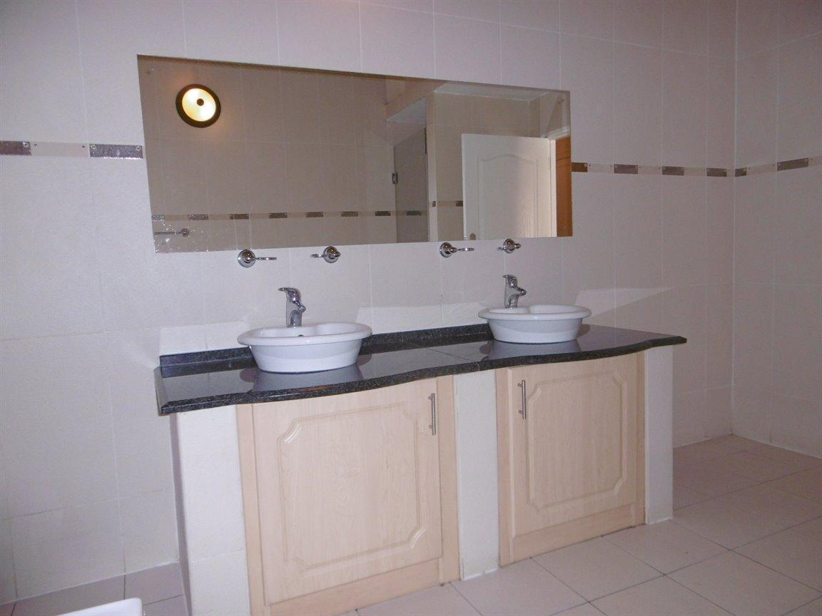 Bryanston property for sale. Ref No: 13531296. Picture no 18