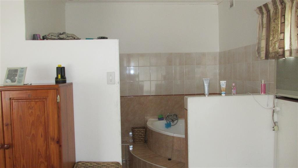 Ramsgate property for sale. Ref No: 13397853. Picture no 9