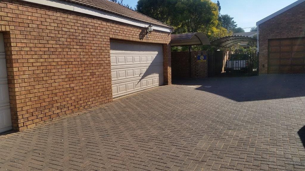 Three Rivers Proper property for sale. Ref No: 12794036. Picture no 24