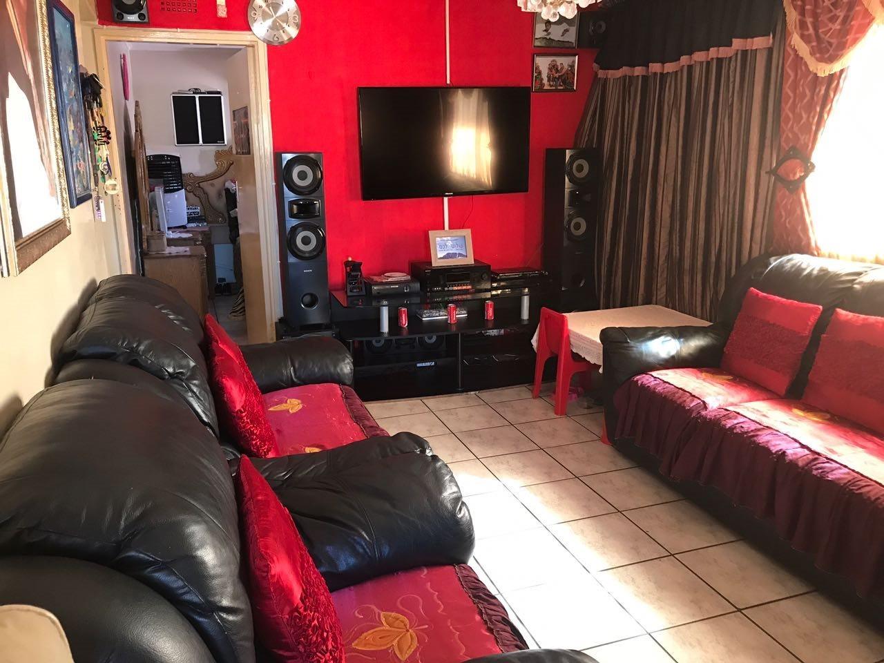 Brackenham property for sale. Ref No: 13492989. Picture no 5