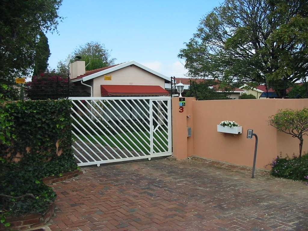 Property and Houses for sale in Eden Glen, House, 3 Bedrooms - ZAR 2,290,000