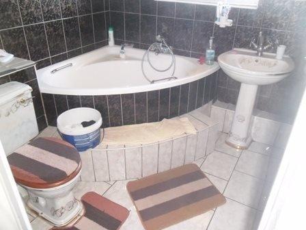 Amanzimtoti property for sale. Ref No: 13398812. Picture no 4
