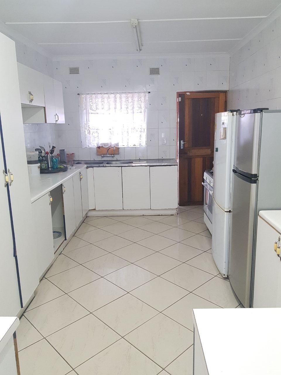 Brackenham property for sale. Ref No: 13590945. Picture no 3