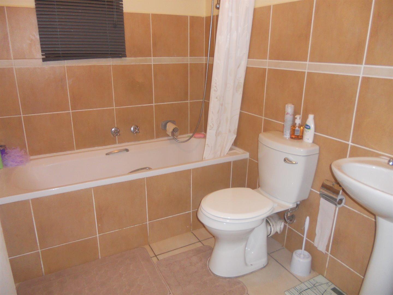 Brackenham property for sale. Ref No: 13491567. Picture no 6
