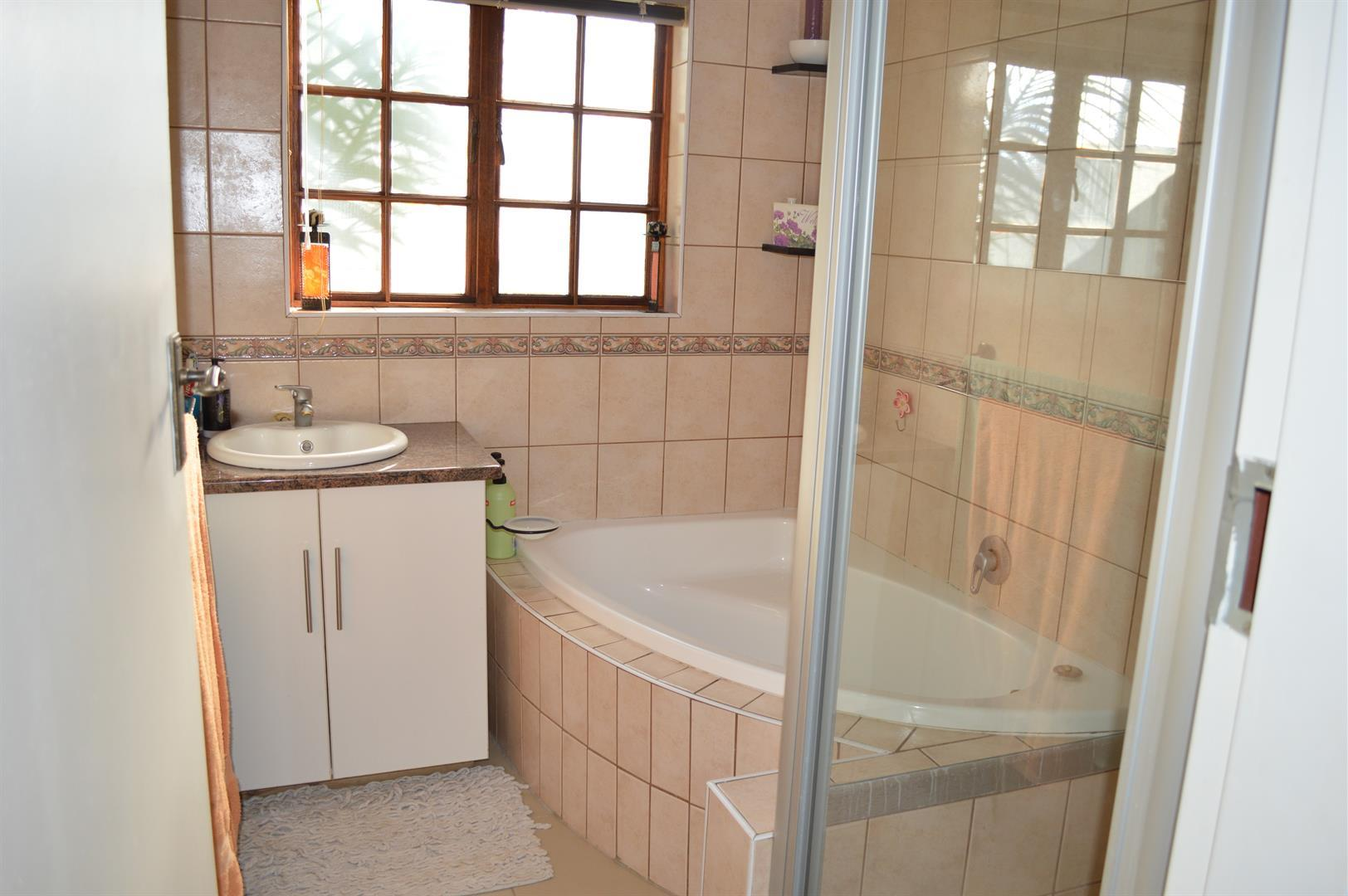 Raslouw A H property for sale. Ref No: 13442161. Picture no 16