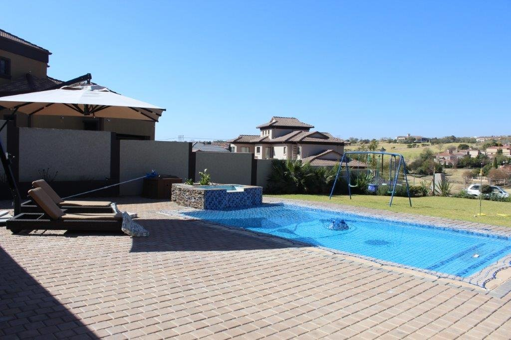 Blue Valley Golf Estate property for sale. Ref No: 13371077. Picture no 30