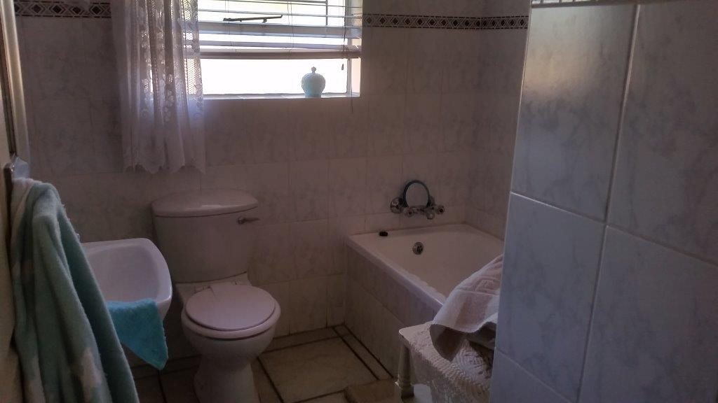 Three Rivers Proper property for sale. Ref No: 12794036. Picture no 9