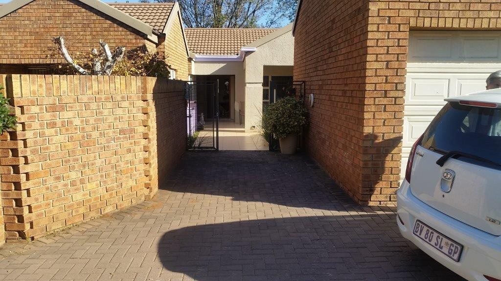 Three Rivers Proper property for sale. Ref No: 12794036. Picture no 23