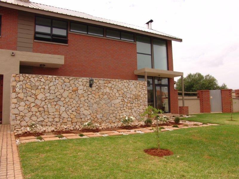 Midfield Estate property for sale. Ref No: 13319676. Picture no 19
