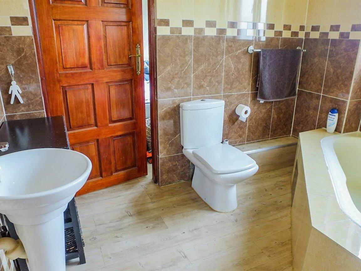 Irene Glen Estate property for sale. Ref No: 13411372. Picture no 8
