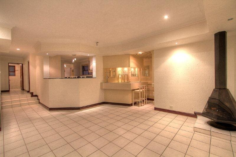 Fourways Gardens property for sale. Ref No: 13401246. Picture no 4