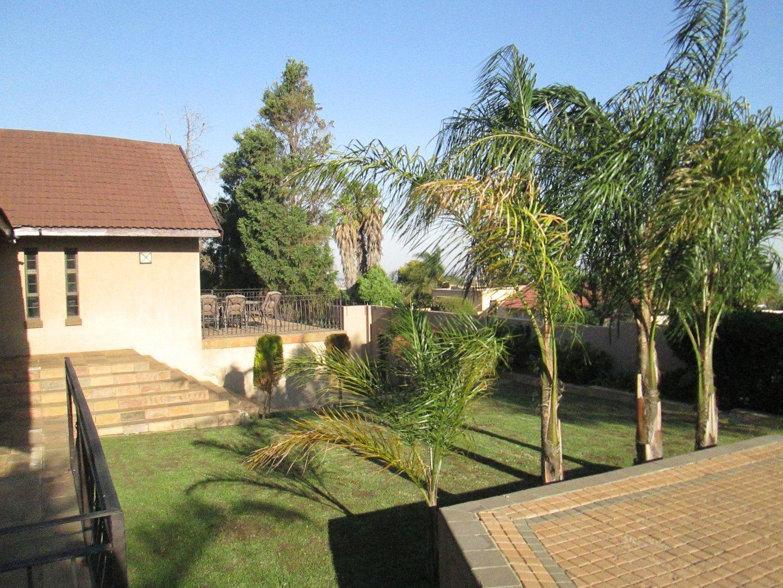 Glenvista property to rent. Ref No: 13552423. Picture no 23