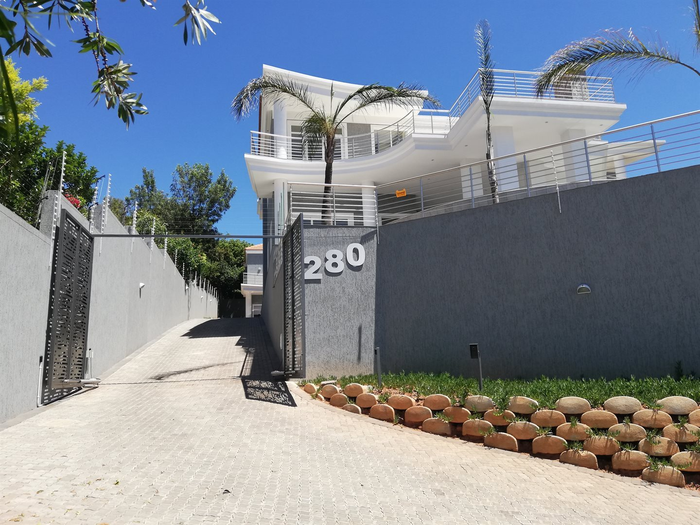 Property and Houses for sale in Waterkloof Ridge, House, 6 Bedrooms - ZAR 22,010,000