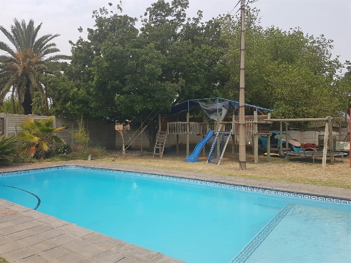 Three Rivers property for sale. Ref No: 13394989. Picture no 9
