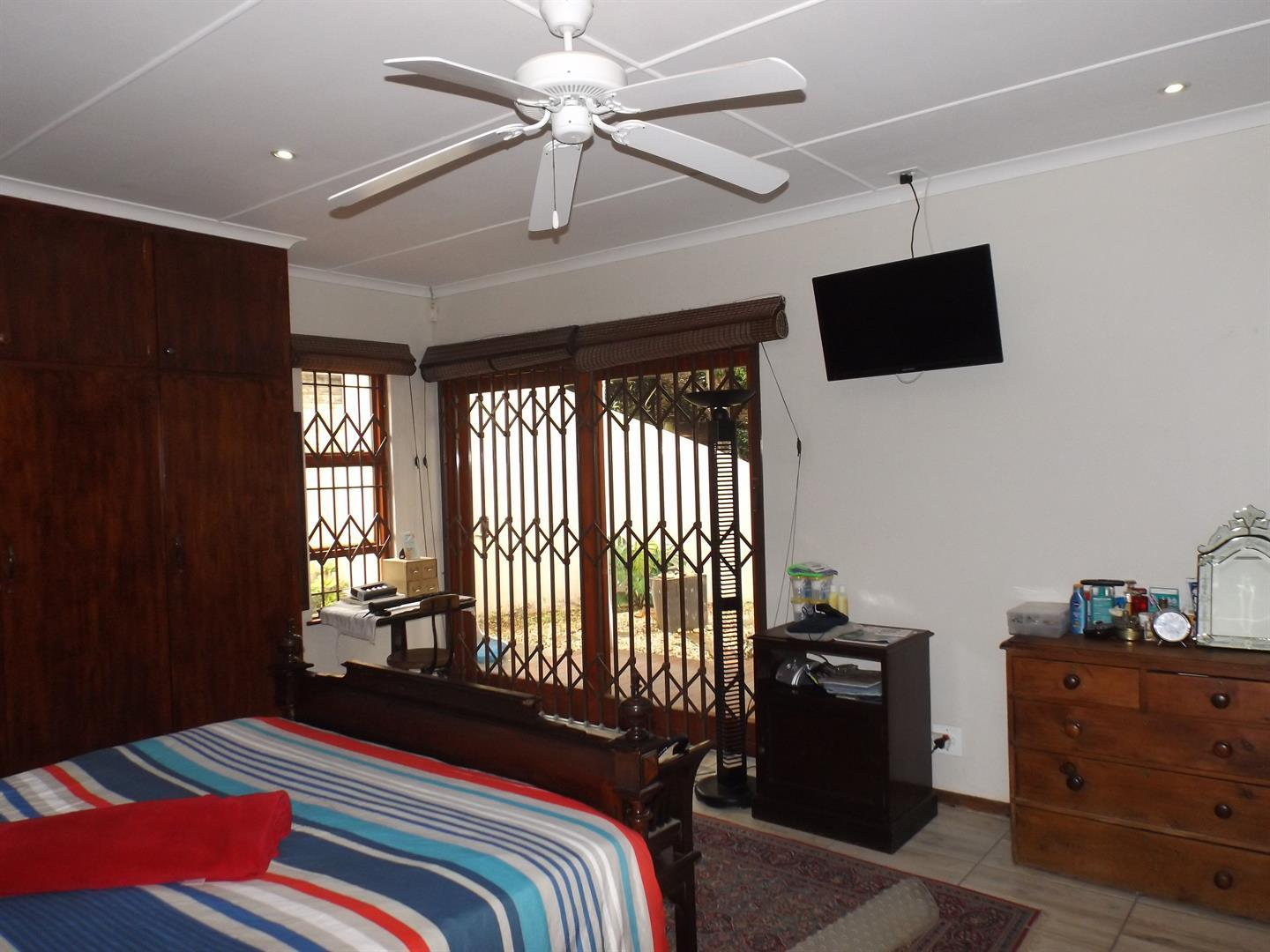 Beacon Bay property for sale. Ref No: 13434208. Picture no 9