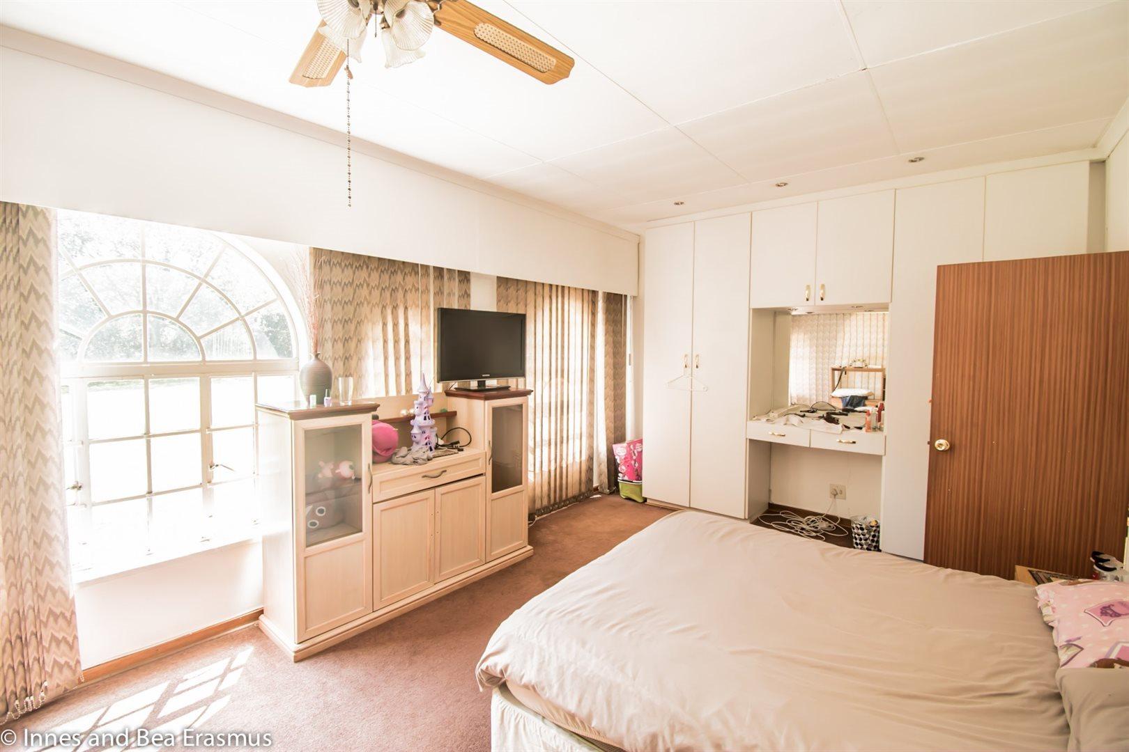 Van Der Westhuizen property for sale. Ref No: 12728959. Picture no 15