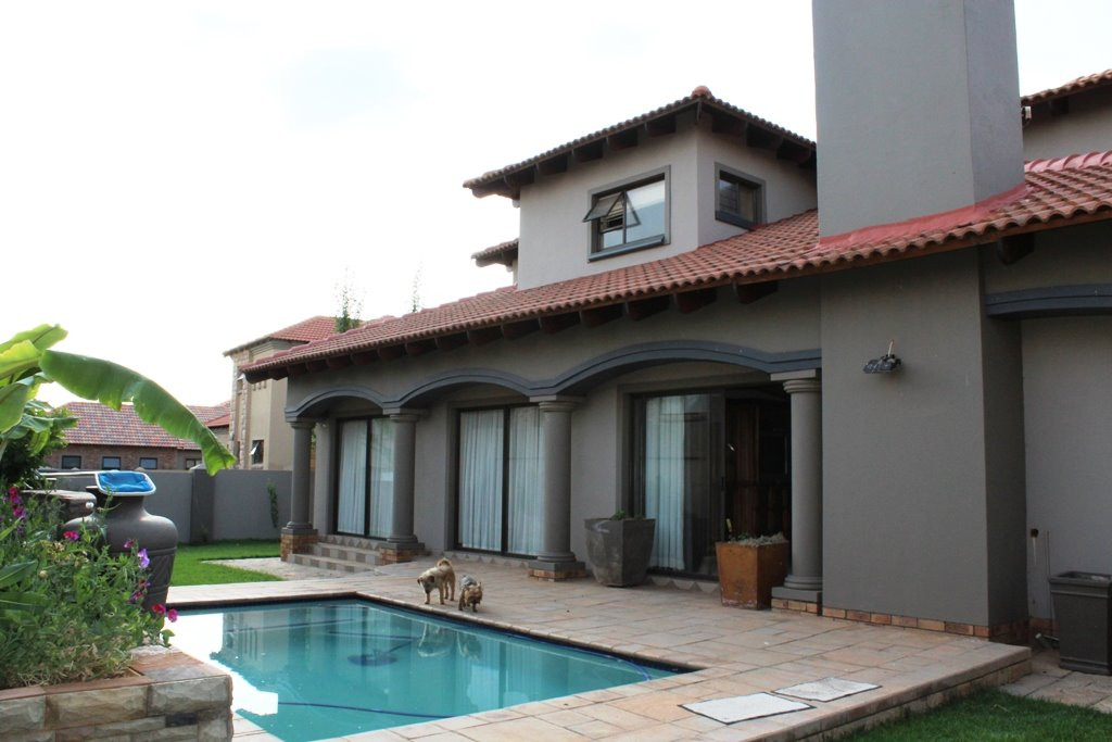 Tuscany Ridge property for sale. Ref No: 13388099. Picture no 3