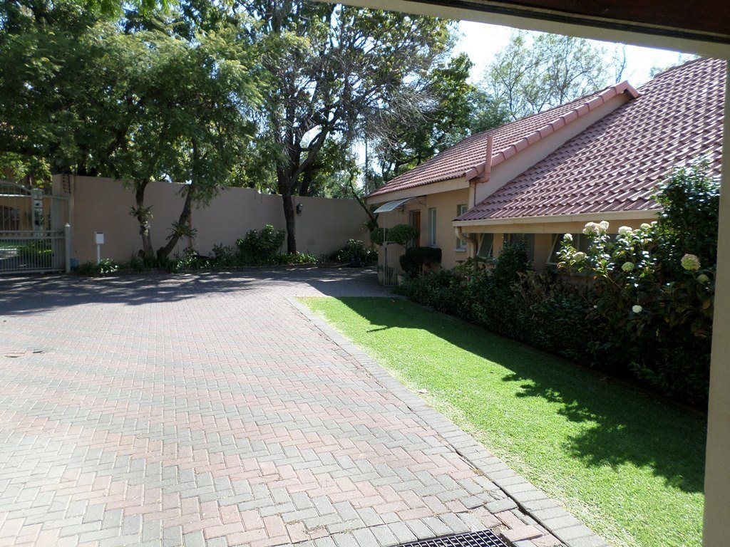 Waterkloof Ridge property for sale. Ref No: 13621937. Picture no 38