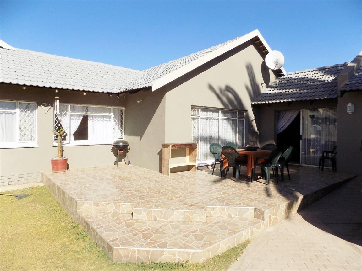 Alberton property for sale. Ref No: 13393819. Picture no 1