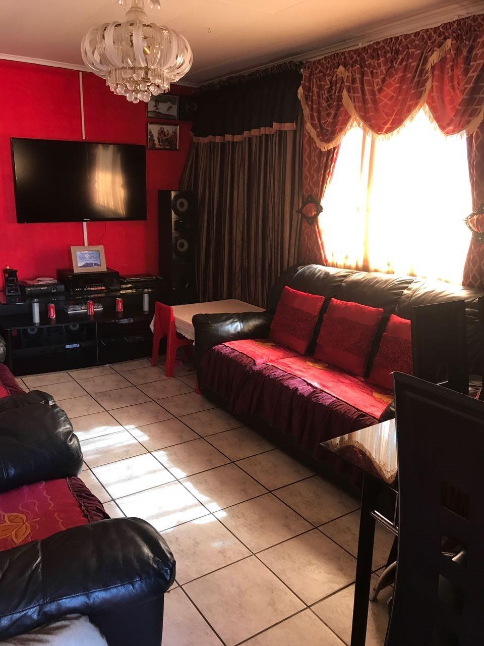 Brackenham property for sale. Ref No: 13492989. Picture no 7