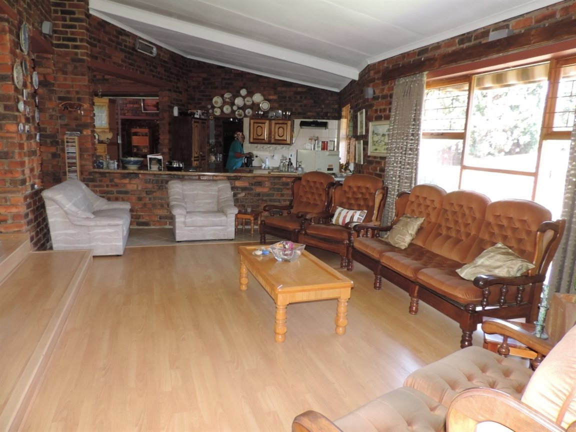 Three Rivers East property for sale. Ref No: 12772293. Picture no 7