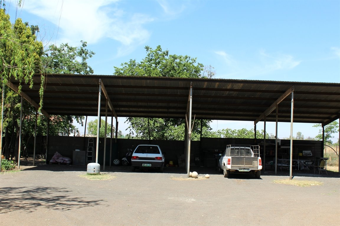 Potchefstroom property for sale. Ref No: 13398533. Picture no 14