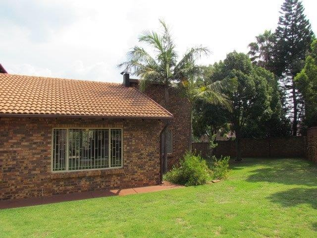 Property and Houses for sale in Elarduspark, House, 3 Bedrooms - ZAR 1,700,000