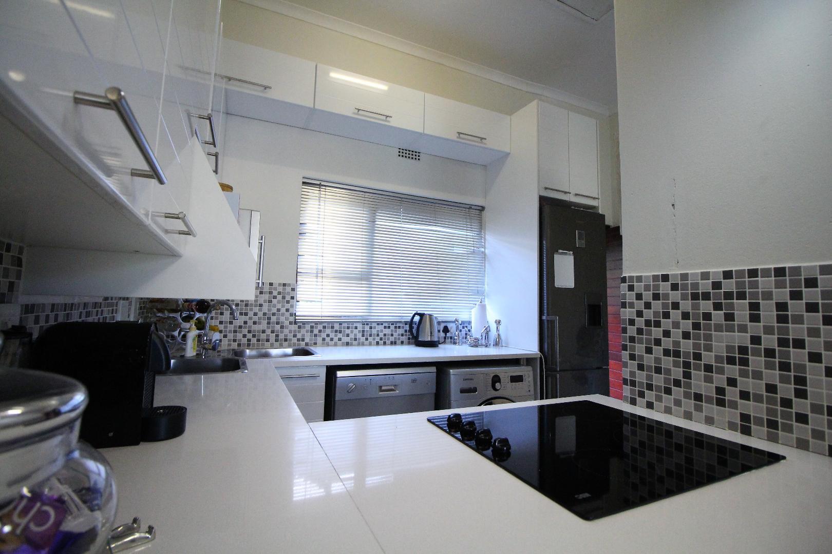 Glenvista property for sale. Ref No: 13493928. Picture no 8