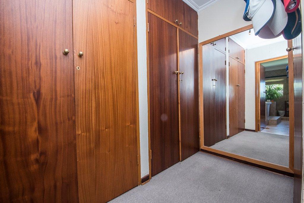Glenvista property for sale. Ref No: 13529565. Picture no 5