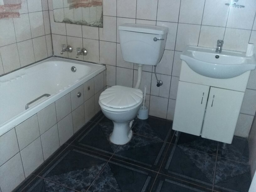 Clarina property for sale. Ref No: 13610732. Picture no 13