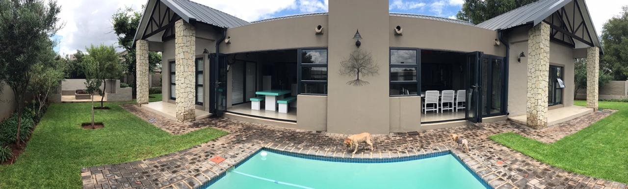 Property and Houses for sale in Zwartkop Golf Estate, House, 3 Bedrooms - ZAR 3,950,000