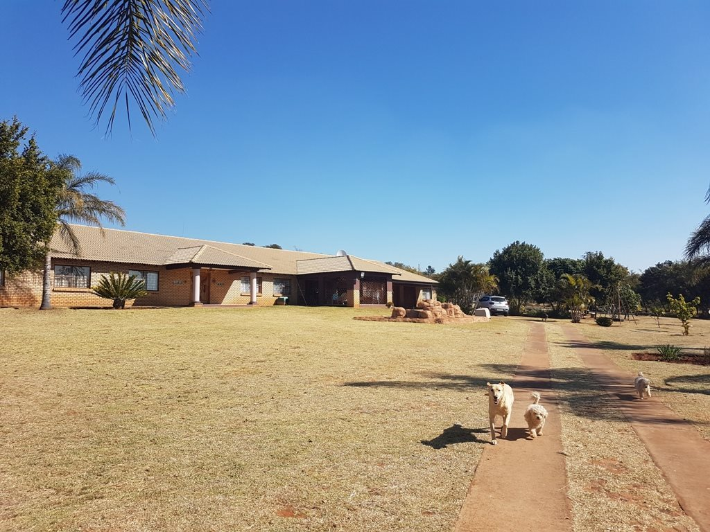 Property and Houses for sale in Strydfontein, Farms, 4 Bedrooms - ZAR 2,990,000