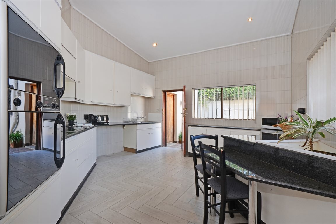 Atholl property for sale. Ref No: 13396200. Picture no 7