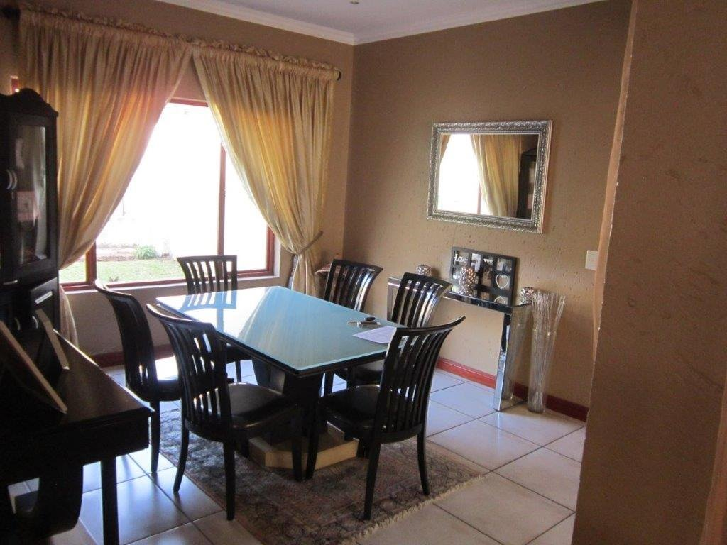 Blue Valley Golf Estate property for sale. Ref No: 13345353. Picture no 6